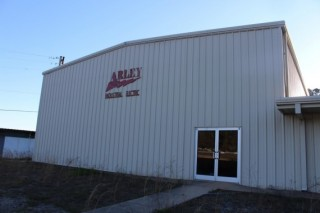 Online Auction! Industrial / Office / Warehouse Building